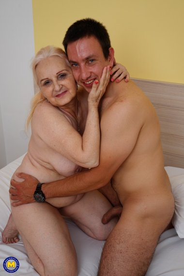 Young Roberto gets steamy with Granny MaireAnn