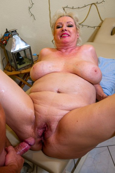 Curvy German mature lady getting a very special massage