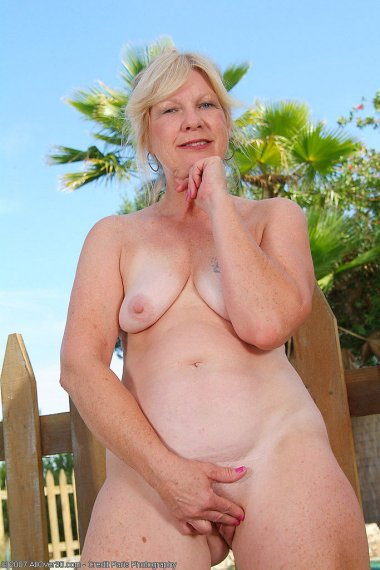 55 year old Cheryl spreads her ass cheeks by the pool