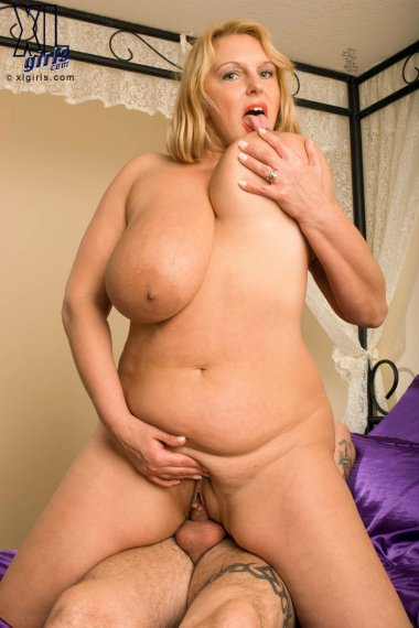 Blonde big boobed housewife just fucking