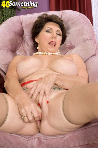 Hot mature housewife fucking herself with a dildo