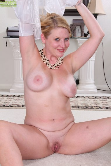 Busty thick mature amateur Lynn Miller exposes tan lined body