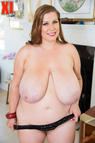 Young mature babe Renee Ross shows off her big tits