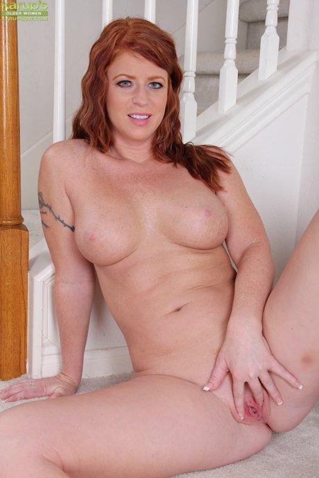 Big breasted older redhead Sara Orlando in only heels