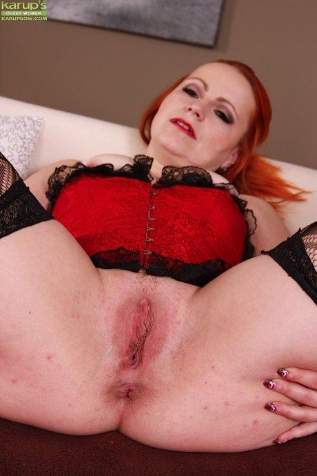 Mature redhead Svitokova finger blasts her older pussy