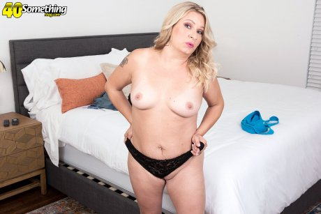 Blonde big boobs mature housewife playing with herself