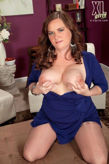 Brunette big tits babe shows off her huge breasts