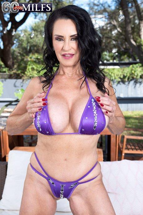 Rita Daniels: big tits, a bikini and toys