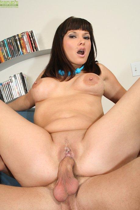Mature slut Carrie licks his balls before getting her pierced pussy slammed