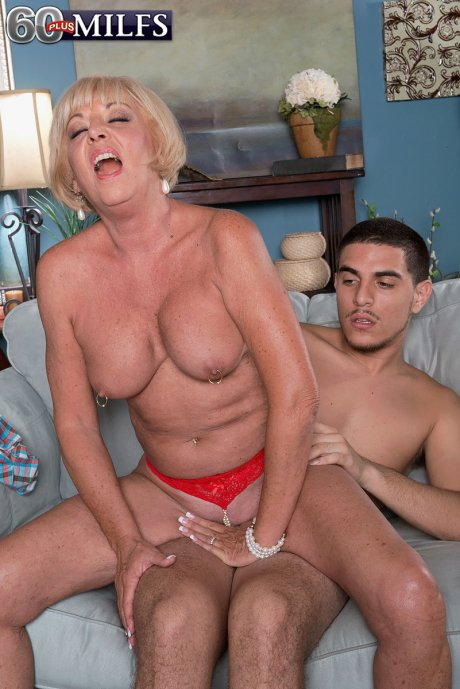 Blonde hot GILF Scarlet Andrews fucking with toy boy