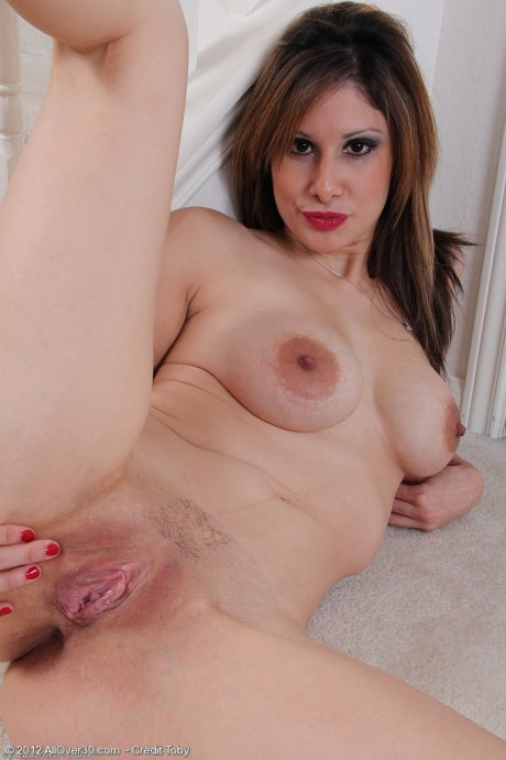 30 year old blone Mazy from AllOver30 pulls her mature pussy wide