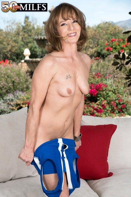 First look at new MILF Cyndi Sinclair