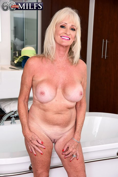 Granny's gaping pussy and asshole show