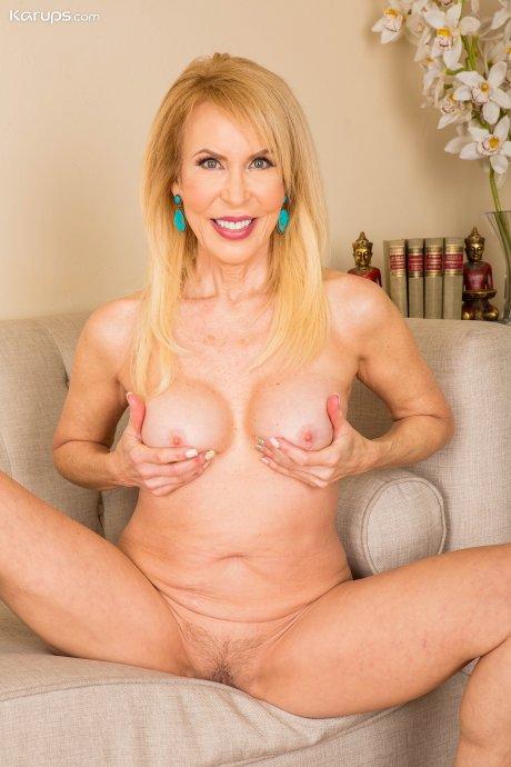Erica Lauren loves to expose her lovely granny pussy for all to enjoy