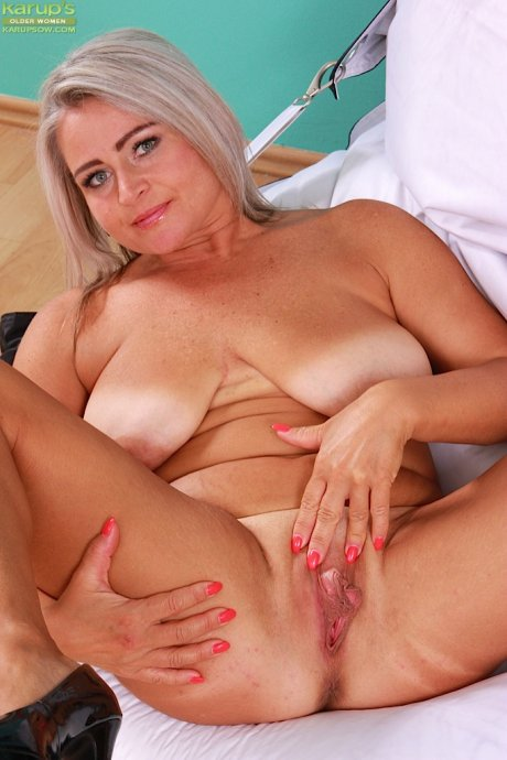 Busty wife Lina Peters rubbing her sensitive clit