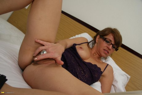 Hot mature slut playing with her pussy