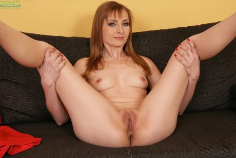 Tiny breasted MILF Hanna on her knees and fingering her twat.