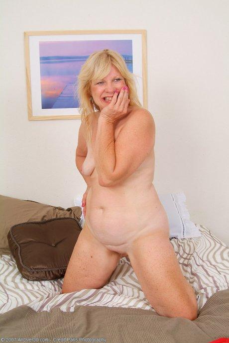 Hot grandma proves she still young at heart for the camera