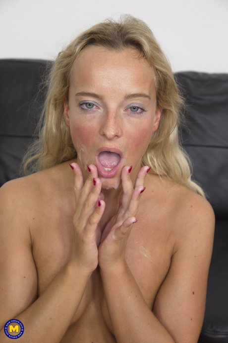 Hot housewife getting fingered