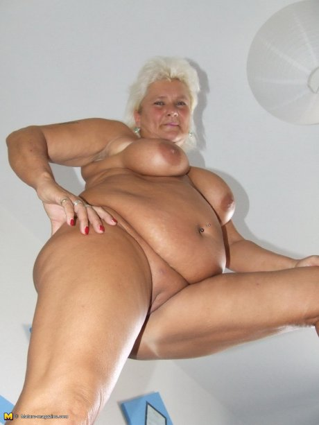 Big blonde mama playing with her pussy